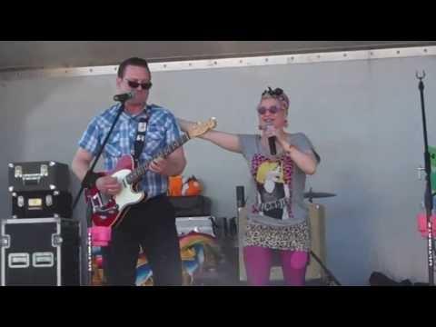 Johnny B. Good, Debbie Dynamite and the Sidewalk Zydeco Band