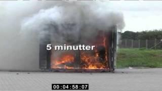 Brand i container med fyrværkeri