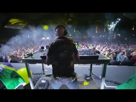 Fatboy Slim In Brazil! | Hyundai FIFA World Cup™ Taxi
