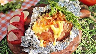 Запеченная картошка с сыром в фольге в духовке видео рецепт