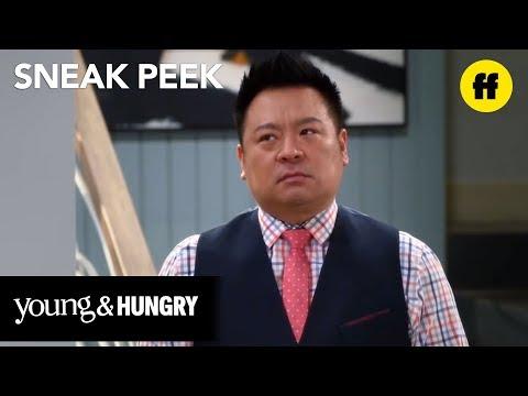 Young & Hungry - Season 5, Episode 13 Sneak Peek: Yolanda Sets Up a Plan To Meet tWitch - Freeform - 동영상