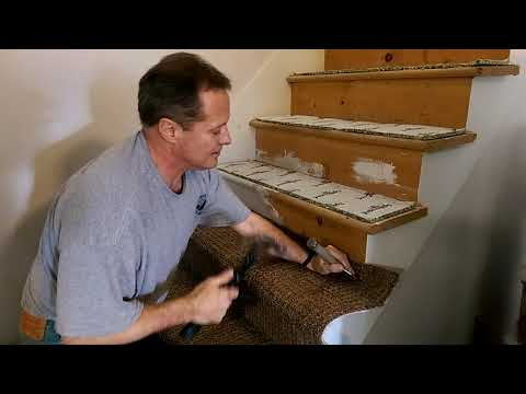 USA КИНО 1161. Американский дом. Установка ковролина на лестнице