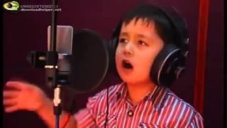 Потрясающе красивый голос!!! Маленький мальчик поет детскую песенку!!! Смотреть обязательно!!!