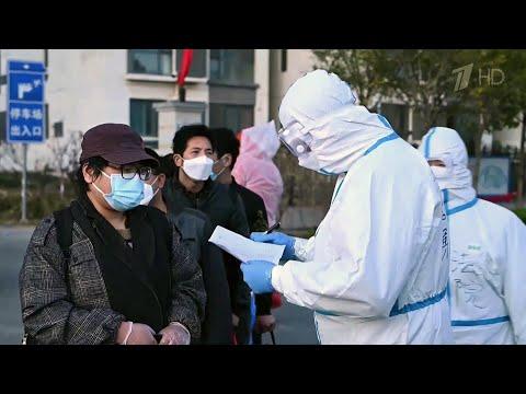 Аэропорт в Шанхае был заблокирован сутки из-за обнаружения коронавируса у одного из грузчиков.