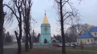 Годинник на Георгіївській церкві сповіщає про полудень. Любомль, Волинь.(