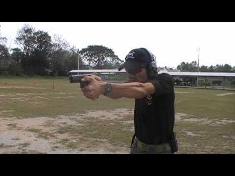 จับปืนแบบทั้มฟอร์เวิดกับ กล็อค 21