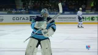 Беспалов подменяет Салака на буллит / Sibir switch goalies for a penalty shot