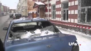 видео СНЕГ С КРЫШИ упал на машины