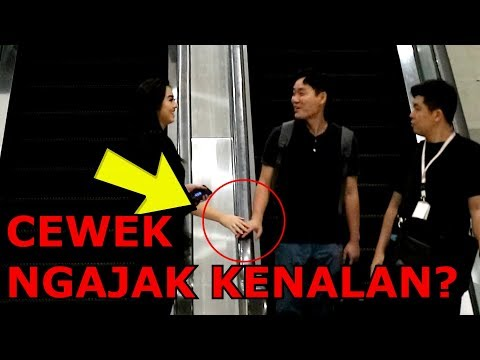 CEWEK NGAJAK KENALAN COWO DI ESKALATOR! - Prank Indonesia