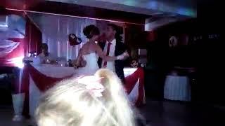 Танец жениха и невесты.Самый лёгкий и красивый))