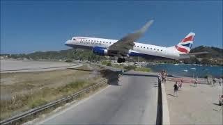 فيديو.. مشهد مرعب لطائرة تهبط فوق رؤوس مصطافين