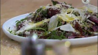 Салат из свёклы, трав и отбивной