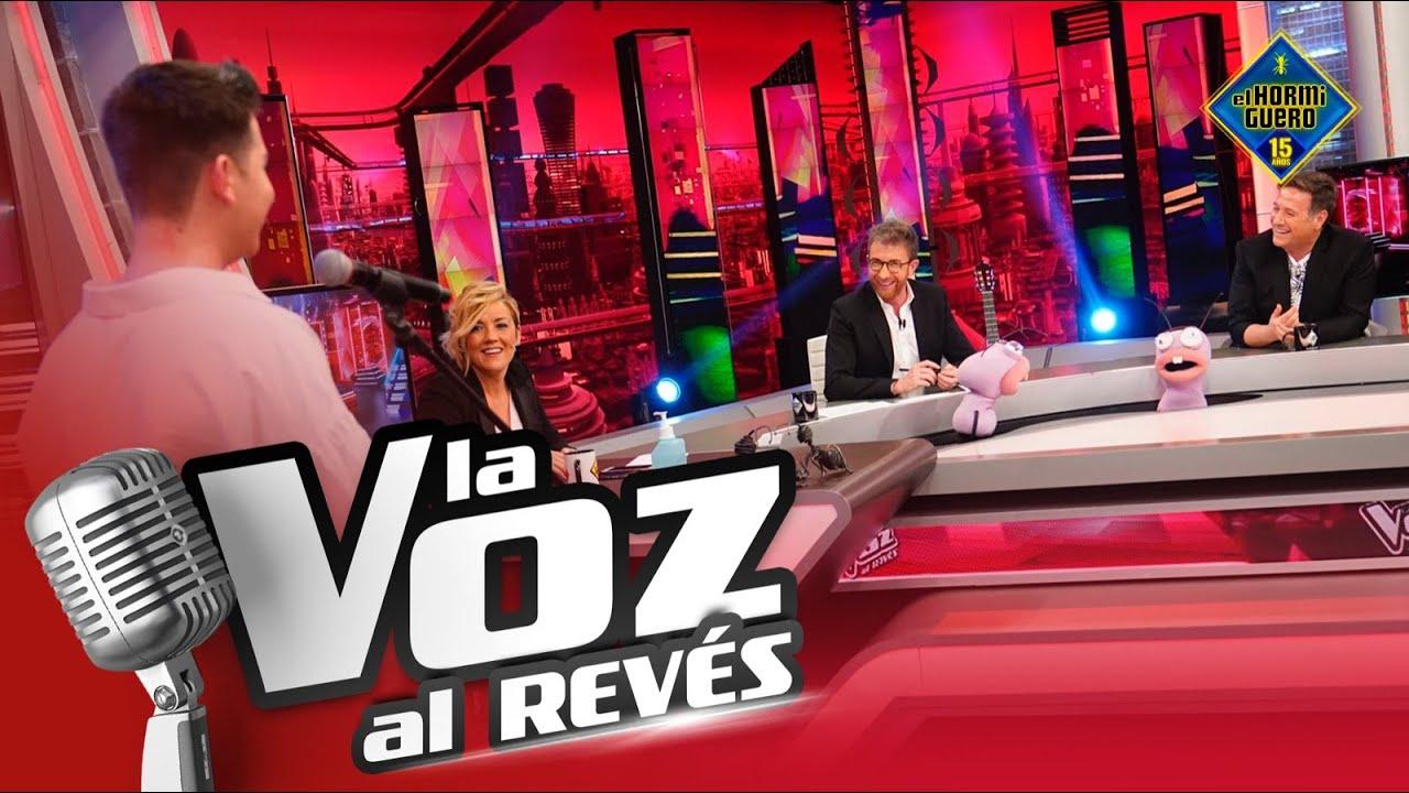 Carlos Latre reconoce voces en 'La Voz Al Revés' - El Hormiguero