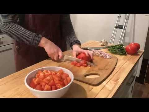 QT's Kitchen Ep. 2 - Garlic Tomato Vegetable Spaghetti