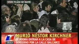 Miles De Personas En Plaza De Mayo Por La Muerte De Kirchner