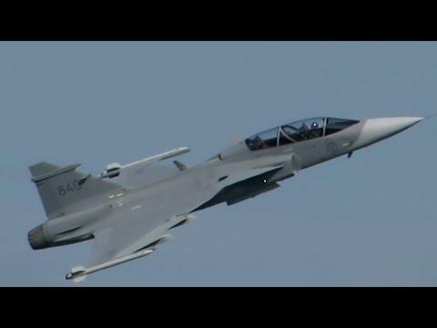 SIAF 2015 - JAS 39 Gripen (Swedish Air Force) display. HQ audio.