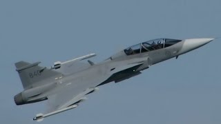 SIAF 2015 - JAS 39 Gripen (Swedish Air Force) display. HQ audio.