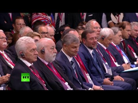 Путин и Макрон принимают участие в бизнес-диалоге Россия — Франция в рамках ПМЭФ