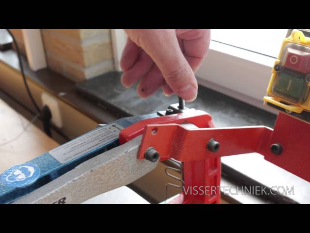 Hoe maak je een houtverbinding in het midden van een plankje