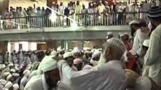 Repeat youtube video Dastar Bandi Jamia Darul Uloom Haqqania Akora Khattak 2012 ( Part 3 )