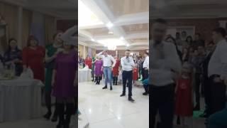 Друг жениха отжигает на свадьбе