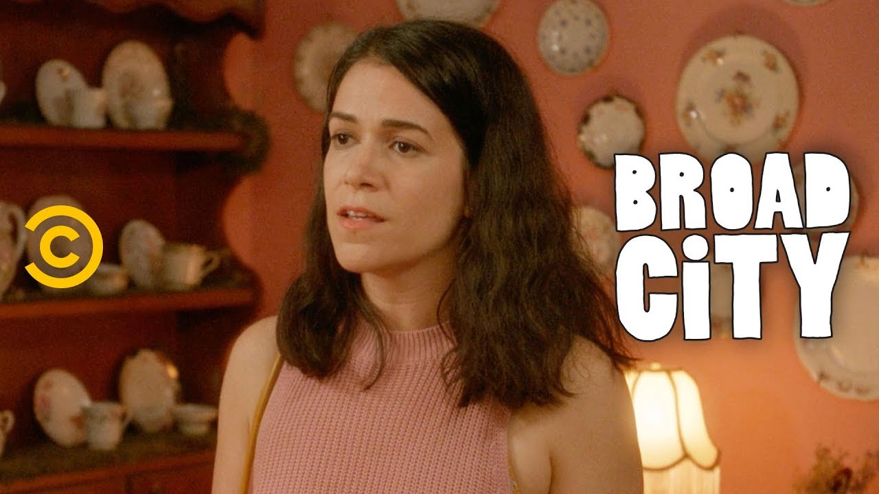 Download Abbi Breaks Some Huge News to Ilana - Broad City