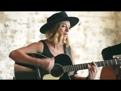 Whiskey Session - ZZ Ward -