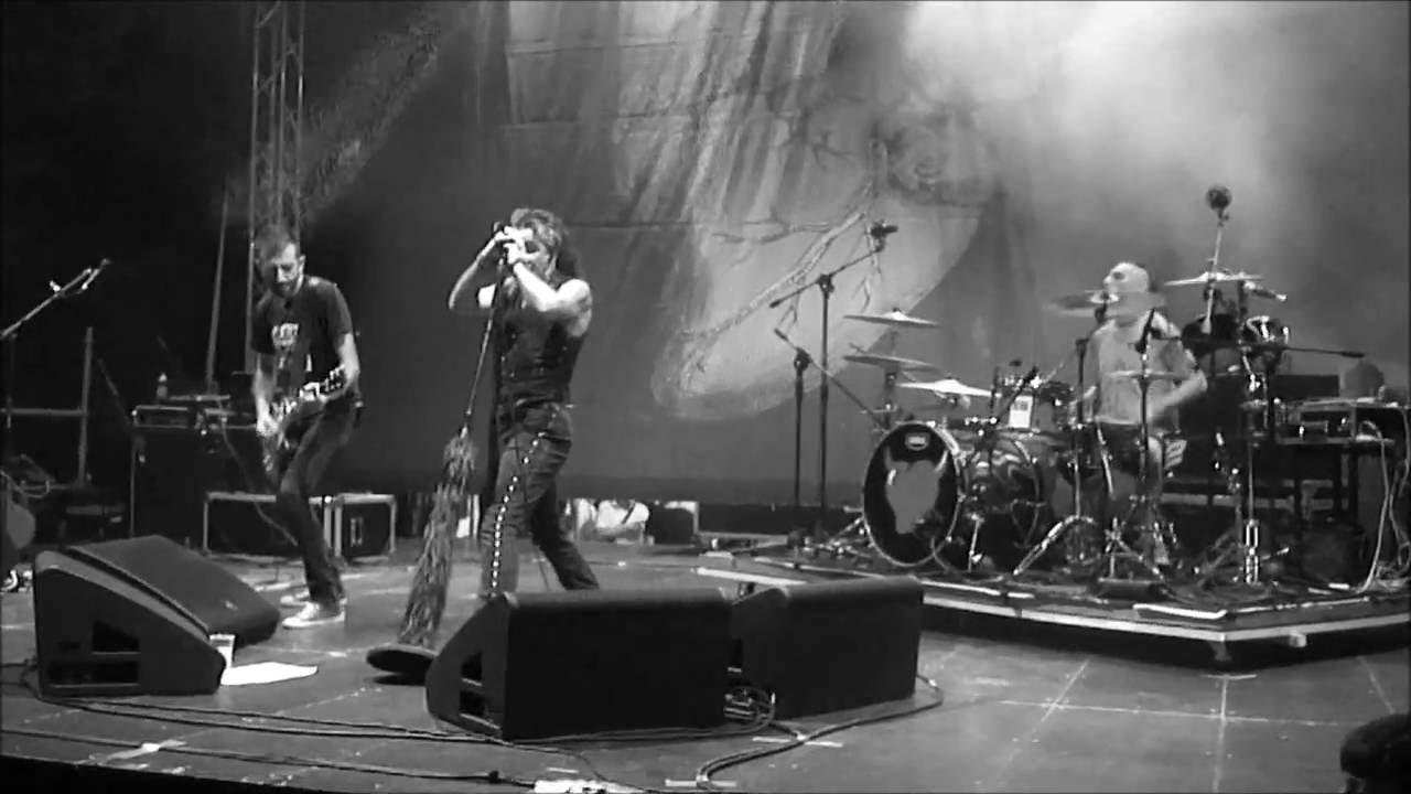 Piero Pelù & BANDIDOS - Paranoid (Black Sabbath cover, Foggia 2016)