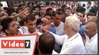 مرتضى يوزع دعوات مباراة مولودية بجاية الجزائرى على الجمهور بنفسه
