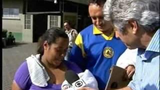 Repeat youtube video Profissão Repórter -  Sistema Único de Saúde (SUS) - 13/09/2011 - parte 1/2