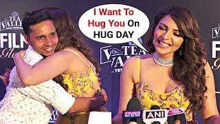 Shama Sikander HUGS Media Reporter In Front Of Camera At Filmfare Awards 2019