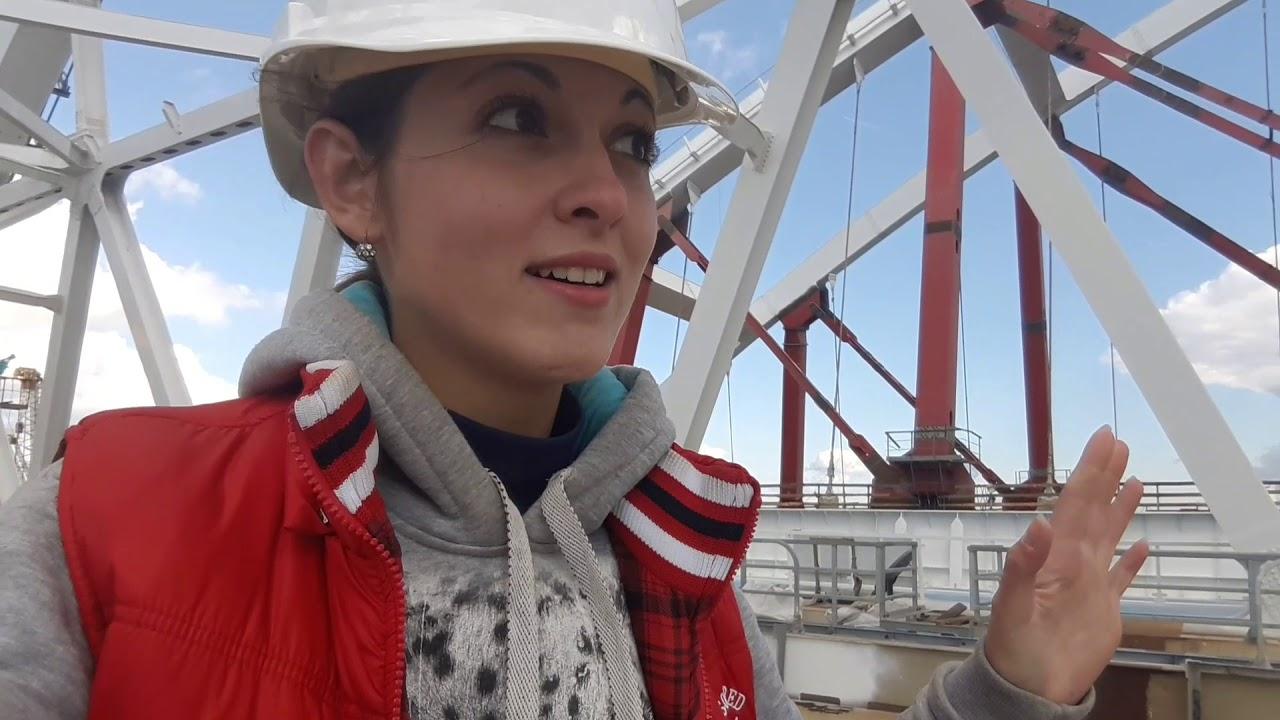 Крымский мост: рабочее утро на фарватере