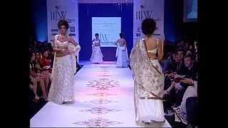 farah khan ali iijw 2010 deepika walks ramp as show stopper
