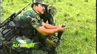 soldados pendejos con un mortero