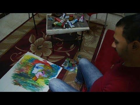 تعرف على رضا فضل.. فنان يرسم بفمه وقدميه  - نشر قبل 17 ساعة