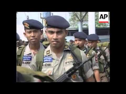 INDONESIA: 400 SECURITY PERSONNEL LEAVE FOR EAST TIMOR