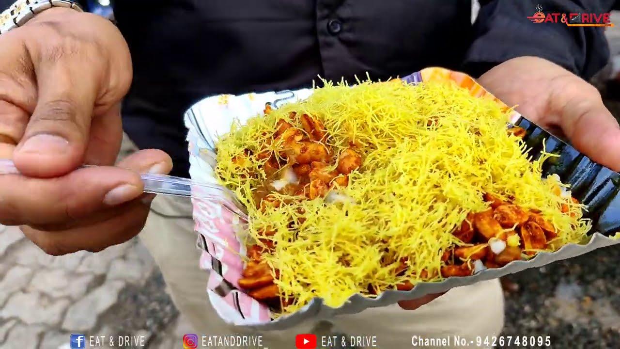 બીન હરીફ કચ્છી દાબેલી ને બ્રેડ કટકા | 35 વર્ષ જુના | Rajkot Famous Street Food #eatanddrive #rajkot