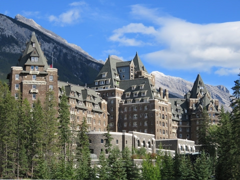 Inside the world-famous FAIRMONT BANFF SPRINGS HOTEL (Canada): impressions & review