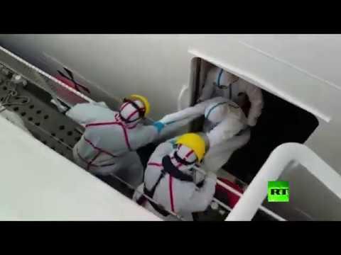 لحظة إجلاء الزوجين من سفينة موبوءة في المحيط الأطلسي  - نشر قبل 3 ساعة