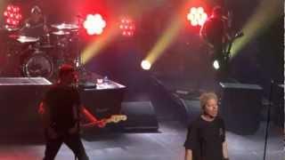 """The Offspring tocando """"The Meaning of Life"""", em Amsterdã, dia 18 de..."""