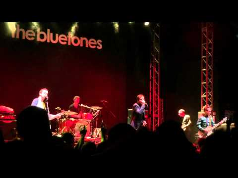 Bluetones - Slight Return - live at Leeds O2 Academy 16/9/2015 with comedy gold intro!