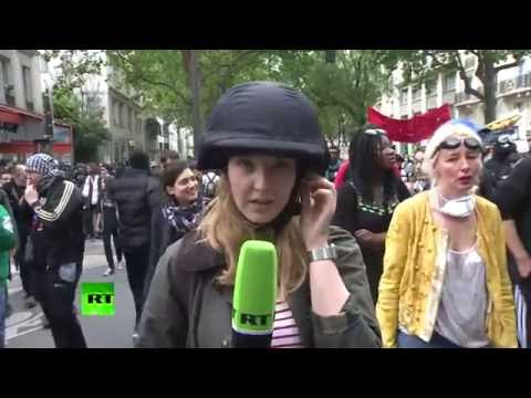 RT crew harassed by pro-Ukrainian activists while covering Paris protests