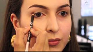 видео Вечерний макияж для карих глаз