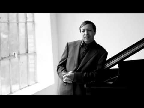 Mozart - Piano Concerto No. 2 in B-flat major, K. 39 (Murray Perahia)