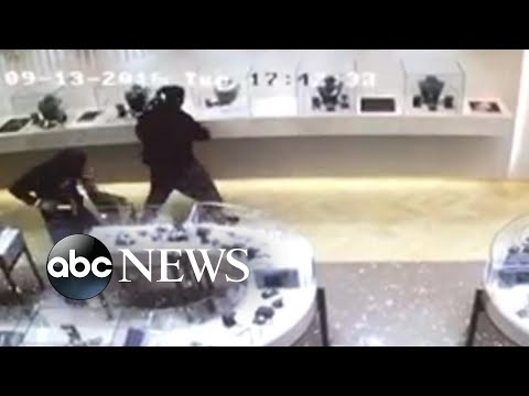 Download Youtube: Manhunt underway for suspects in jewelry heist