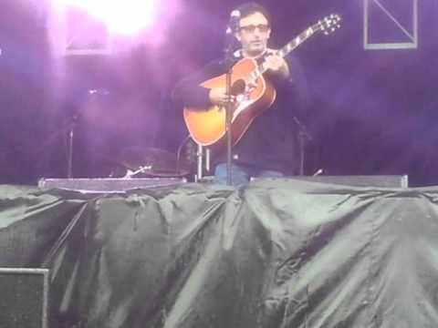 Ian & Riley Broudie - Lightning Seeds - All I Want Acoustic @ Isle of Wight Festival