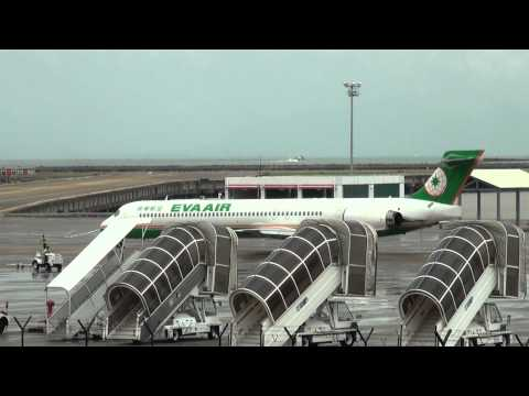 EVA AIR MD90 push back,taxi to runway16,take off @ Macau int. Airport