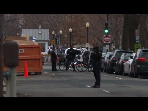 Chocan auto deliberadamente contra barrera cerca de Casa Blanca