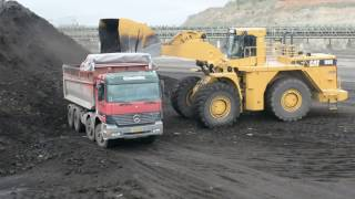Cat 990F Loader With Oversize Bucket Loading Trucks With Two Passes