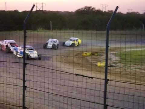 I 37 RACEWAY MOD HEAT RACE JULY 17 2010.AVI